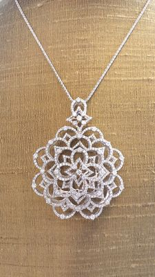 White gold necklace with fantasy pendant and natural diamonds