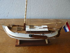 Hand built model of a Vollenhovense Bol (yacht edition)