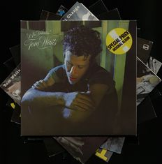 Lote de Siete (7) Álbumes de Tom Waits Incluyendo ¨Small Change¨, ¨Closing Time¨, ¨The Heart Of Saturday Night¨, ¨Rain Dogs¨, ¨Swordfishtrombones¨, ¨Blue Valentine¨ y ¨Franks Wild Years¨
