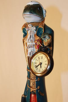 Figure of a frog with a Baroque style timepiece - 80 centimetres - Second half 20th century