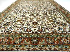 "Sarough – 183 x 125 cm. – ""Carpet in natural shades – Beautiful condition"" – Please note! no reserve: starts at €1,-"