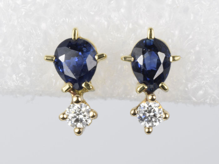 18 kt gold earrings, with sappires and diamonds.