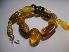 Beaded necklace of amber 100% Natural handmade.