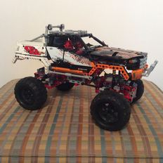 Technic - 9398 - 4 x 4 Crawler