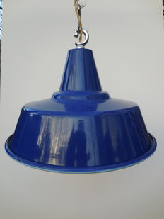 Unknown designer - Enamel French industrial factory light 60s new old stock