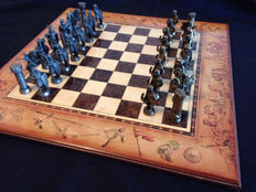 Chess set 50 x 50 - 'The king against the Arabs' - in bronze 1970