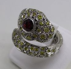 18 kt white gold snake ring with 1.80 ct ruby and fancy yellow diamonds totalling 7,5 ct, VS - Size 7.5