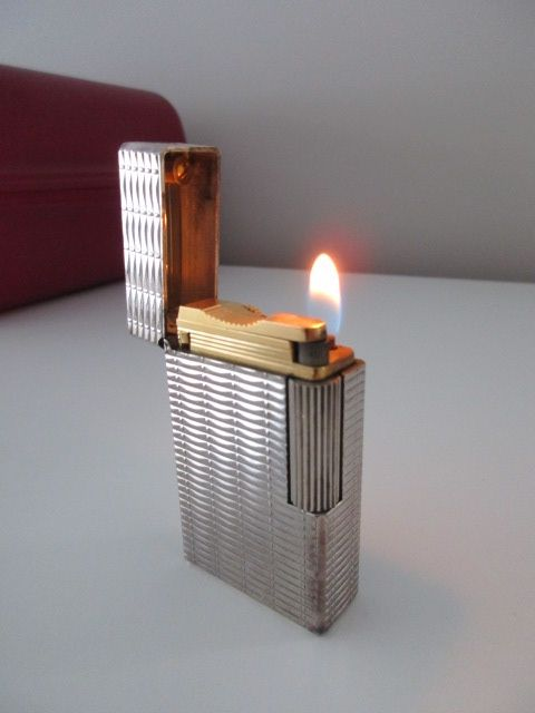 Beautiful vintage S.T. Dupont 'Ligne 2' silver plated lighter in perfect used condition
