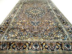 Kashmir - 158x97 cm. - 'Richely decorated rug with silk in good condition' . Note: no reserve price