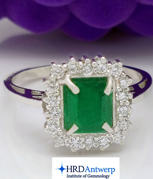 HRD Certified - 18kt ring with Emerald & Diamonds - ** No Reserve Price **