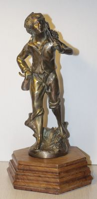 Bronze statue of a hiker on a wooden base