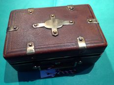 Travel toiletry case - France - XIX th century