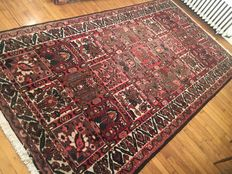 Magnificent Iranian Bakhtiar rug, handwoven - 303/159cm - AS NEW - BIDS STARTING AT 1 EURO