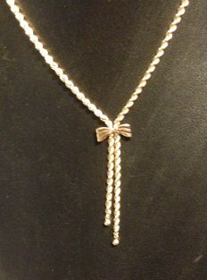 9 kt  yellow gold rope chain with attached bow