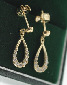 Yellow gold earrings, inlaid with zirconia.