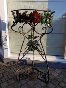 Beautiful flowers stand-wrought iron stand