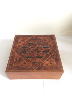 Very stylish cigar box with modified lid - wood