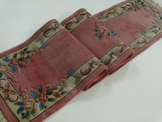 "Chinese - 367 x 71 cm - ""Long hall rug in pink - Beautiful condition"" - Please note! No reserve price: starts at €1"