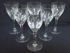 6 St Louis cut crystal wine glasses, model Chantilly - signed, model from 1958, Saint Louis, France