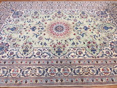 Dreamily beautiful Persian carpet, Nain/Iran, 296 x 196 cm, end of the 20th  century. Mint condition - with silk