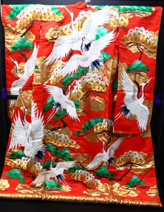 A uchikale bridal kimono.surrounded by classic japanese designs (polyester and silk) - Japan - approx. 1950-1970.