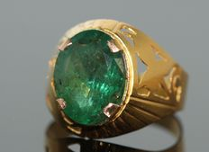 18 kt gold men's ring set with natural emerald, 8 ct