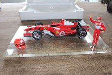 Hotwheels - Scale 1/18 - Michael Schumacher Ferrari GP Brazilië 21 october 2006 'Farewell Michael'