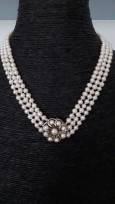 Pearl necklace, 3 strands, with white gold clasp, around 1950