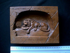 Antique Swiss carved wooden bas-relief of the dying lion of Lucerne - ca. 1900