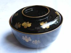 Lacquer chawan (lidded bowl) with paulownia leaves - Japan - Late 19th century