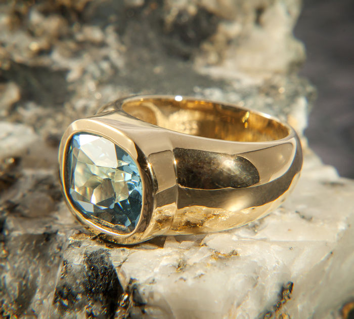 333 Gold Disigned Ring with 6.75 Ct Perfect Blue Topaz RS 17,1mm ∅ / 53 / US 7,5