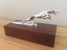 Jaguar leaper mascot/emblem (lot 2) - 17 x 6 cm - on pedestal