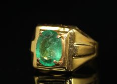 Gold 18 kt men's ring, set with natural emerald, 3.6 ct.