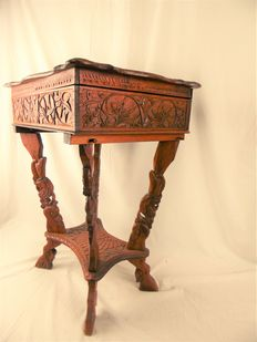 Embroidery or sewing table entirely hand-cut - first half 20th century
