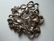 Art Nouveau pendant in hallmarked solid silver