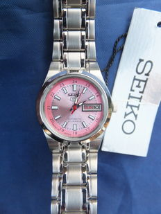 Seiko 5 ref. SYMH27J1 Japan - Ladies wristwatch in mint condition with light rose dial.
