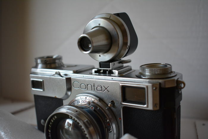 Zeiss Ikon Contax II from approx  1938 with 3 lenses, 1 lens, 2 baffle  rings, 2 viewfinder attachments (1 defect!), 1 distance meter and 1 flash  unit