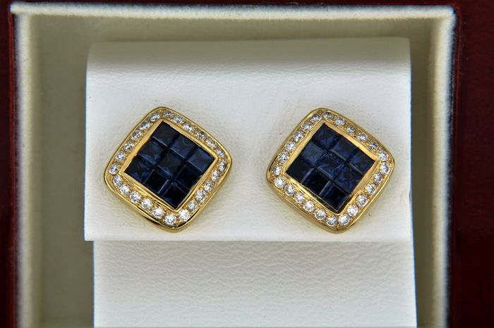 Jeweller's earrings in 18 kt gold + sapphires + diamonds - Measurements:  11.5 x 11.5 mm.