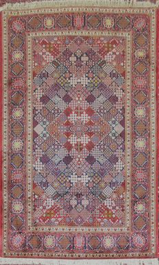 Antique Persian Kashan carpet, end of 1940