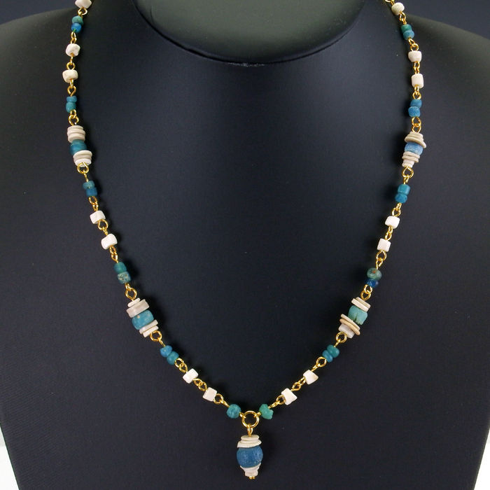 Necklace with Roman turquoise glass and shell beads - 49 cm