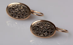 Gold earrings with 14 diamonds