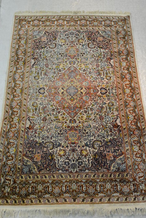 Very beautiful Oriental carpet, Cashmere silk, very fine weaving 184 x 122cm. End of the 20th century
