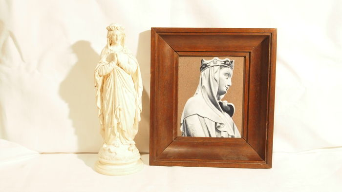 Beautiful religious set representing the Virgin with a plaster statue and a frame with enameled lava signed J BOREL
