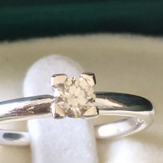 White gold solitaire ring with 0.30 ct central diamond
