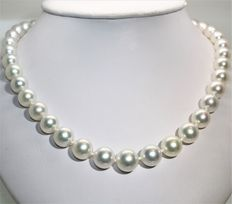 Australian South Sea pearls –  Round pearl necklace Ø 9.5 × 12.5 mm