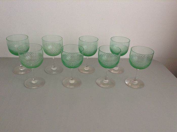W.J. Rozendaal-Fauvette: 8 glasses with diamond cut
