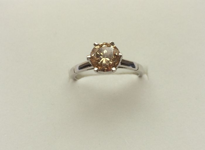 Solitaire ring with fancy yellowish brown diamond, 1.57 ct, certified by GIA