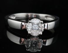 18kt diamond ring total approx. 0.30ct