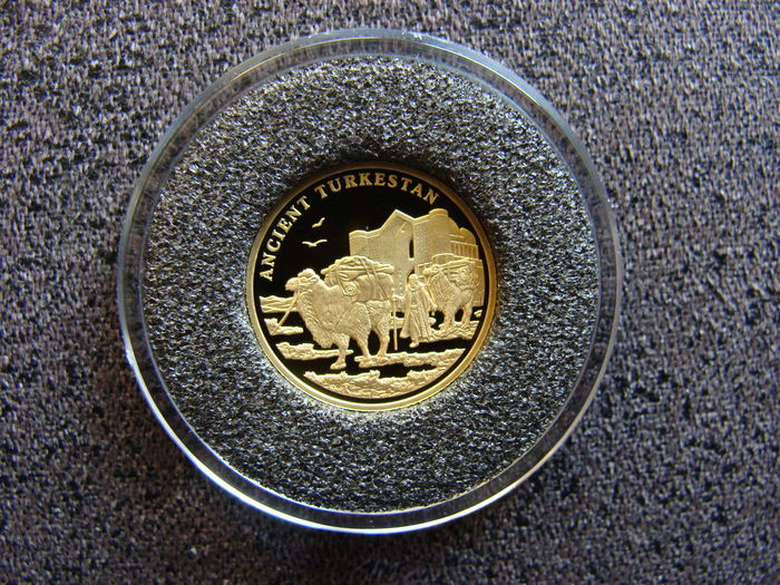 Kazakhstan – 100 Tenge 2004 Ancient Turkestan – gold