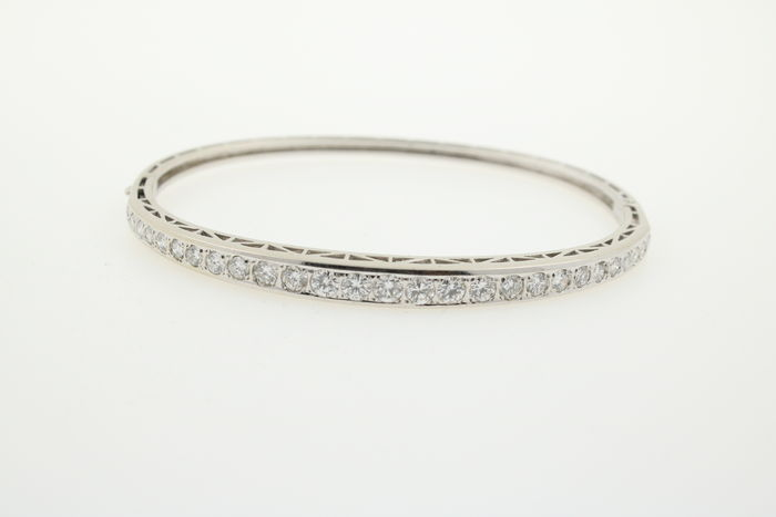 Luxury gold bangle, 750 white gold with brilliants – 2.50 ct